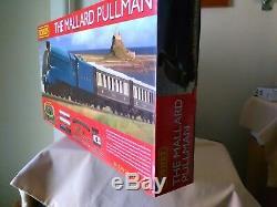 Hornby Nouveau R1202 Mallard Pullman Train De Voyageurs Mis Bnib